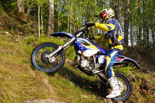 Husabergare i backen.